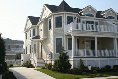 ONLY 2.5 blocks to Stone Harbor's pristine beaches and a short walk to its well known shopping district.
