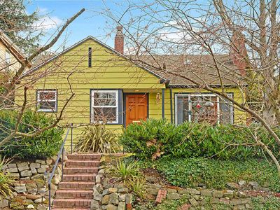 Photo for Close-to-campus cottage w/large back deck & fenced yard
