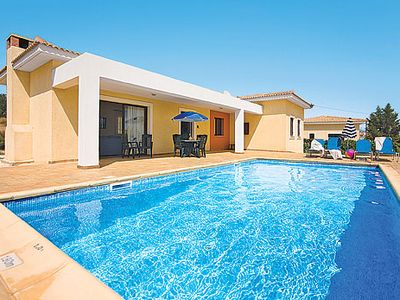 Photo for Welcoming villa & pool for small families or groups, with a lively resort a short drive away
