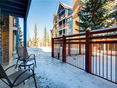 Photo for Downtown location near shopping, dining & gondola, Outdoor Pool & Hot Tub