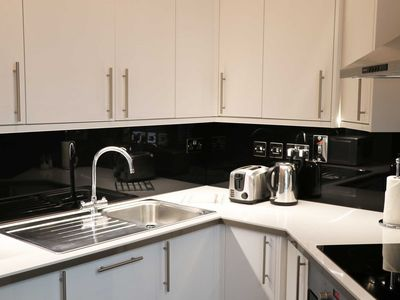 Photo for Superbly appointed studio apartment, short walk from Leicester Square (Burleigh)
