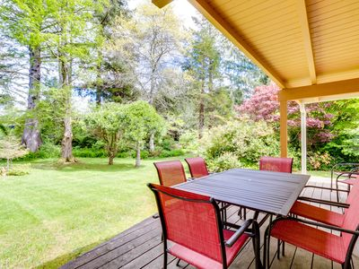 Photo for Cozy home in peaceful neighborhood near park, beach, and shops and restaurants