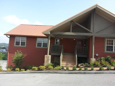 Photo for Two Bedroom Luxury Condo, Pigeon Forge (1790071)