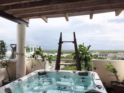 Photo for Penthouse with jacuzzi on deck!