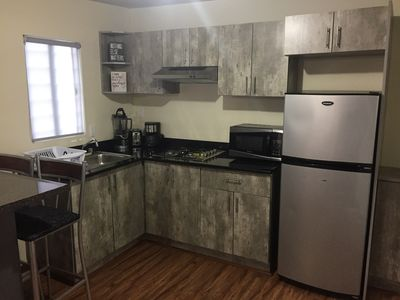 Photo for Clean & safe apartment. Near borders & airport!