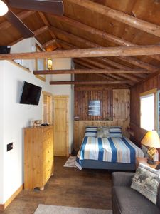 A cabin feel but not too rustic- all the comforts of home!