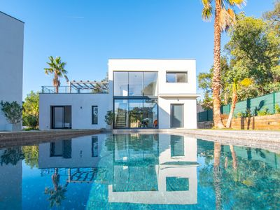 Photo for Modern home with a shared swimming pool, a garden & free WiFi!