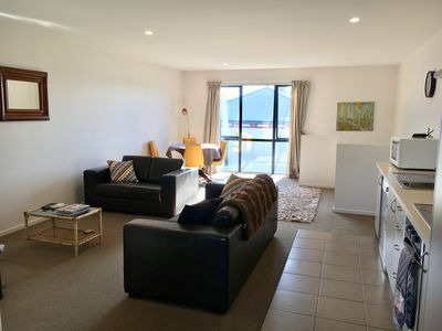 Photo for Warm, Sunny 2 bedroom Apartment **Free WIFI!