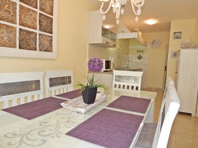 Photo for Two bedroom apartment, wifi, cable TV, 50m beach, 100m center