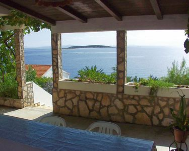 Photo for One bedroom apartment with terrace and sea view Milna (Vis)