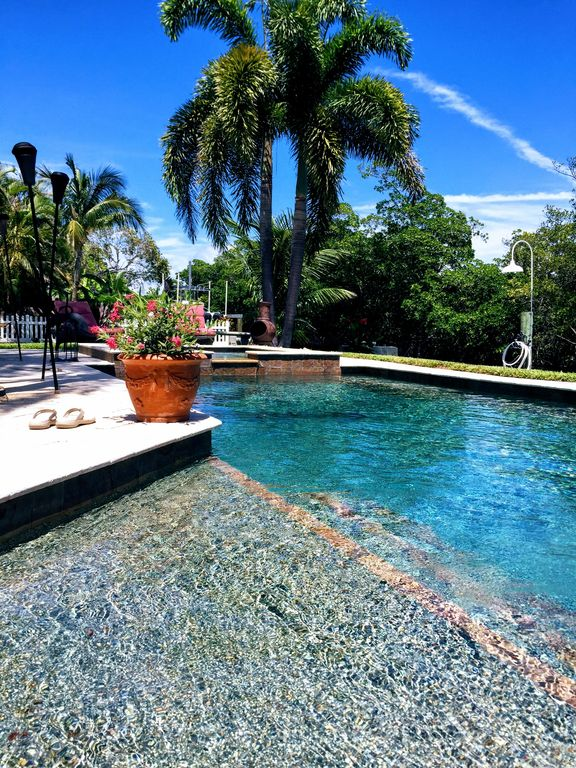Beautifully Decorated Waterfront Home With Pool Amp Spa