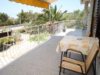 Photo for One bedroom apartment with terrace and sea view Starigrad (Paklenica)