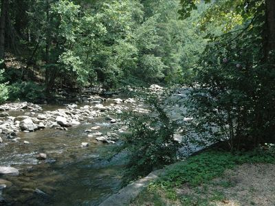 On river And close to downtown Gatlinburg w/ WIFI, Sauna and Hot Tub