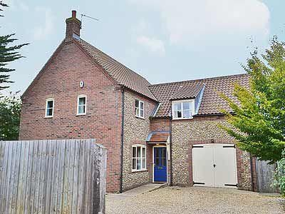 Photo for 4 bedroom property in Wells-next-the-Sea. Pet friendly.