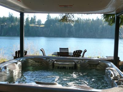 Marquis Epic 8 person hot tub, lighted waterfall/year round Gazebo. Views!!