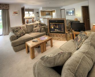 Vail Village Rental - Economical  - Easy Access to ski, dining and shops