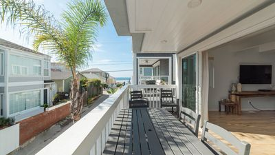 HIGH-END BEACH HOUSE! AC, BBQ, 2-Car Garage!