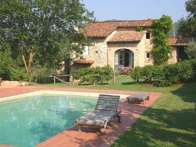 Photo for Charming Tuscan farmhouse/villa with pool in idyllic setting near Lucca