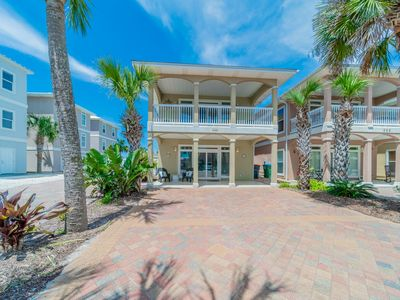 Photo for Royal Palms Retreat ~ Pet Friendly, Gulf Views, Large Community Pool.  Book now for Fall 2019!
