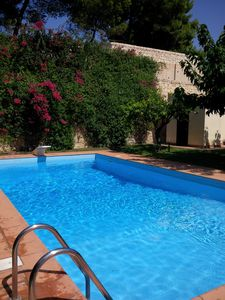 Photo for Private house with pool, garden, at the sea, quiet location, WiFi, aircon, 7 pers