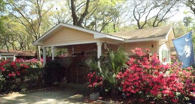 Photo for Adorable Low Country Cottage Close to Town and Paris Island!