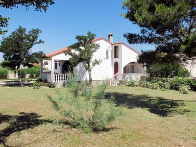 Photo for Beautiful apartment for 7 guests with WIFI, TV, balcony, pets allowed and parking