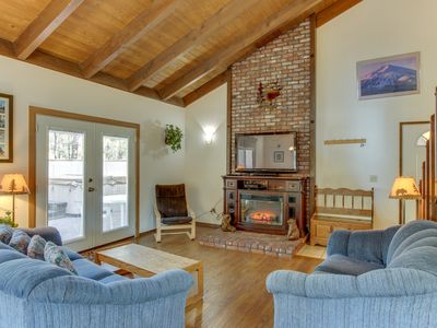 Photo for Great home w/ private hot tub, entertainment & SHARC passes