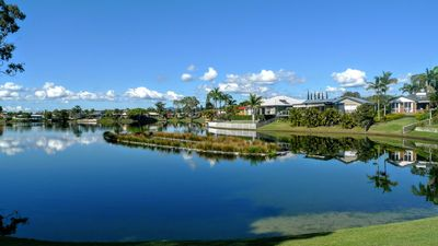 Photo for Central Gold Coast..Industrial chic on the lake