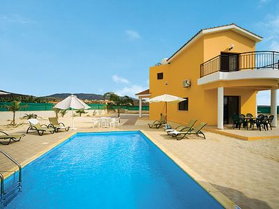 Photo for 4 bed Villa w/pool, within walking distance to Coral Bay