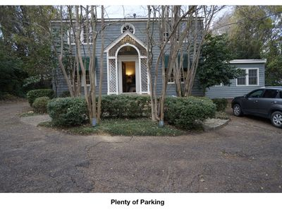 City Retreat with 7 Bedrooms in Great Location!