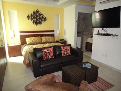 Perfect holiday get away! A cozy and comfortable contemporary studio!!