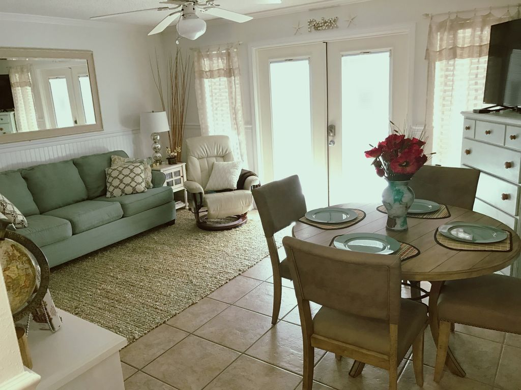 Tranquil, Cozy, and Convenient; New Decor 1... - VRBO