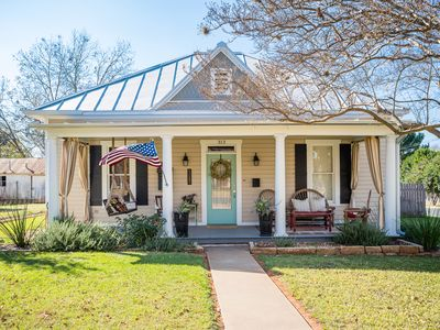 Photo for Spacious in & outdoor Gastehaus.Great for enjoying the hill country.Walk to Main