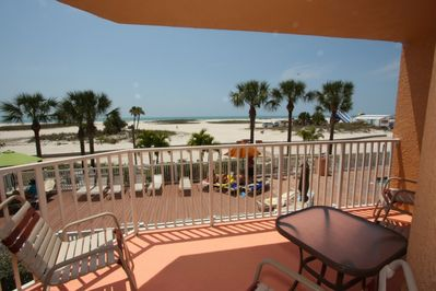 End unit overlooking the lounge area, beach and Gulf of Mexico