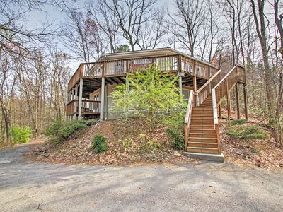 Gatlinburg House w/Pool Table, Hot Tub & Views!