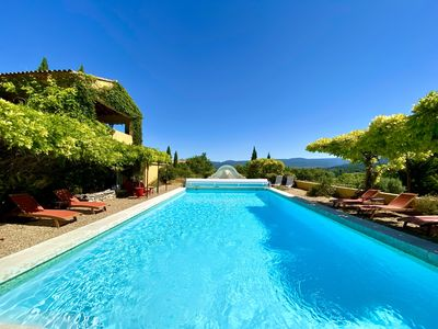 Photo for Air-conditioned farmhouse Luberon near Gordes Roussillon, heated pool, panoramic view