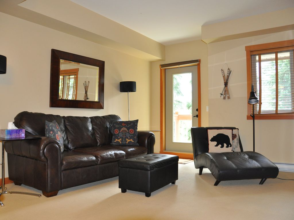 lodges at canmore luxury 1 bedroom suite with mountain view property image 1 lodges at canmore luxury 1 bedroom suite with mountain view
