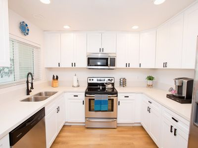 Photo for 1 Mile to Downtwn/Beach - King Bed - Fast WiFi - Parking Included
