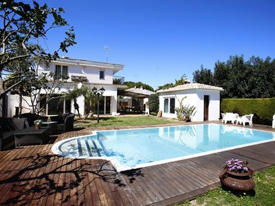 Photo for Family villa with all amenities, near the beach and very quiet