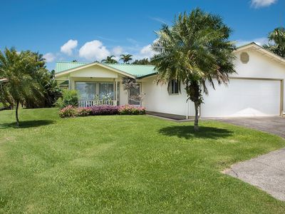This Tropical Bungalow features Air Conditioning and Tempurpedic King Bed