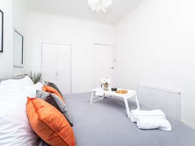 Photo for Dalmarnock Bridge Apartment - modern apartment sleeps 4