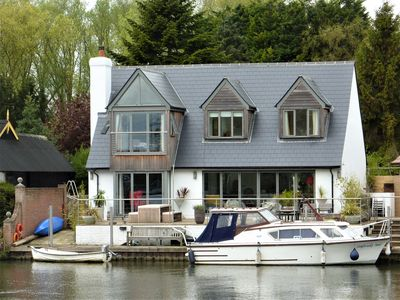 Photo for Luxury home on the River Thames with fantastic views
