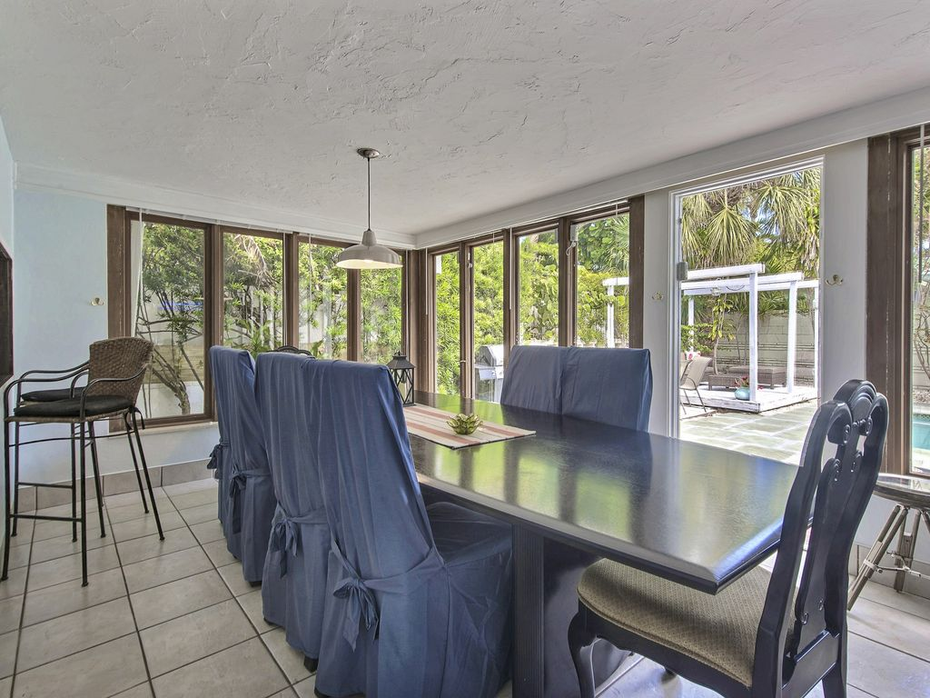 Lauderdale Beach Stunner Private Pool, 2 Blocks to the