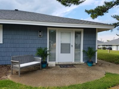 Photo for Going FAST, book yours now! Apple of Mai Kai - a VRBO fave. No security deposit