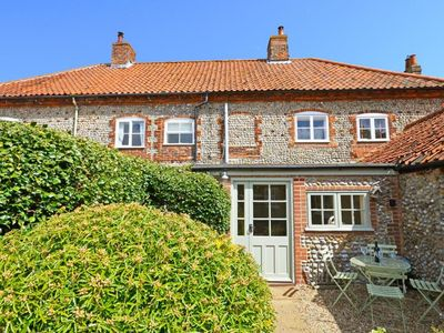 Photo for Charming holiday home in the centre of Blakeney, only 200 m from the harbour