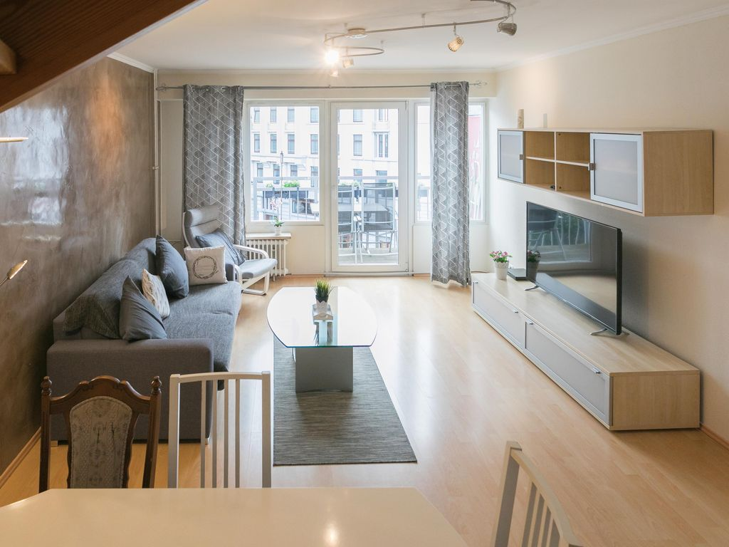 The 90 Square Meter Apartment Is Located In The Heart Of Hamburg And