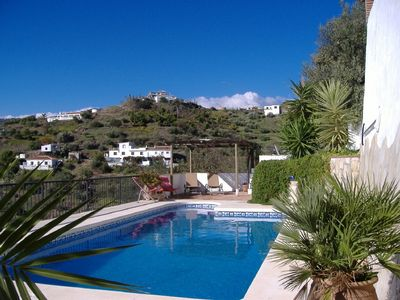 Photo for Beautifully restored farmhouse cottage, private pool, 10 mins from beach.