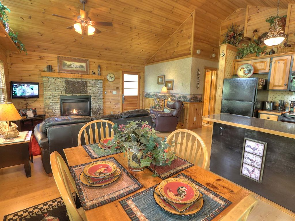 Property Image#5 Smoky Mountain Honeymoon Cabin