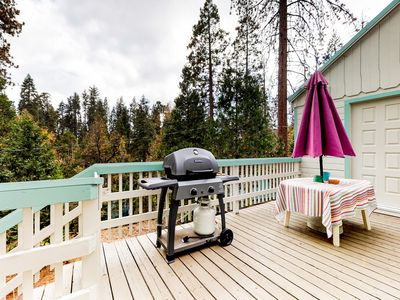 Photo for Warm, cozy dog-friendly cabin minutes from Shaver Lake, nearby village, & more!