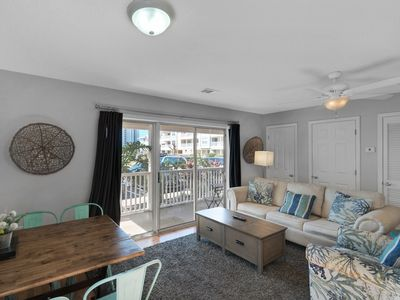 Photo for Lovely Condo, On-site pool, Walk to beach, Near shops and dining!